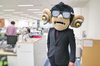 【耳の日】耳を大切にしろコラ!音楽用耳栓のゆるキャラが会社に来た……こわい【耳マン】